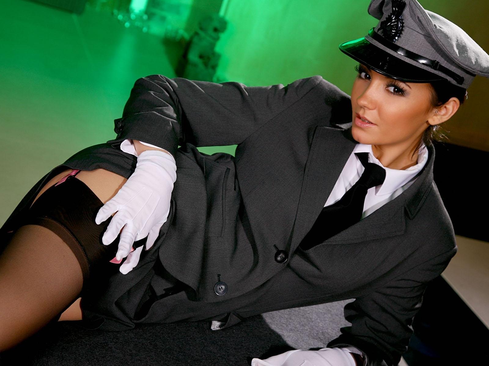 Секси девушки в форме военной